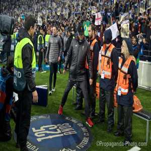 As Jürgen Klopp walked out before the game his pathway had branding on the floor celebrating FC Porto's 125 anniversary. Out of respect he awkwardly side-stepped it.