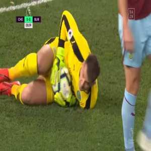 Ben Mee bicycle kick goal line clearance on Higuain shot 6' | Chelsea 0-0 Burnley