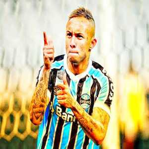 Gremio and AC Milan are finalizing the deal for Everton Soares. The Brazilian Club has asked for a slight increase in the bonuses. Barring unforeseen circumstances, the player will join the Club in June.