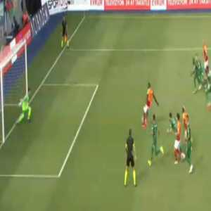 9 players were in the box when Mbaye Diagne (Galatasaray) took this penalty vs. Çaykur Rizespor