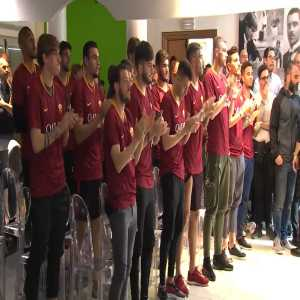 All Roma players show up at De Rossi's press conference wearing his shirt