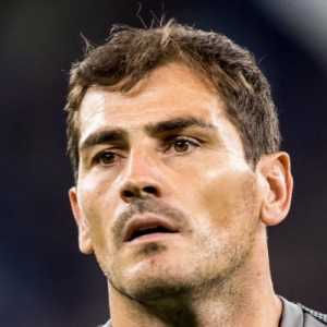 "Iker Casillas on Twitter: ""There will be a day that I have to retire. Let me announce this news when that moment arrives. For now, tranquility."""