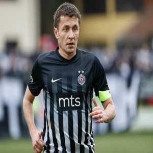 This Sunday will be Sasa Ilic's last match in a Partizan shirt after over 600 appearances. His #22 will be retired, its the first jersey to be retired in the Superliga.
