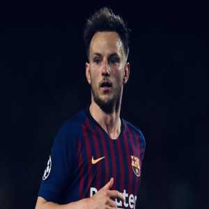 Manchester United is interested in signing Rakitić, for whom Barcelona are asking €55 million. He is wanted by Solskjær after Herrera's exit and Pogba's uncertain future. It is understood that United are prepared to pay over £30 million.