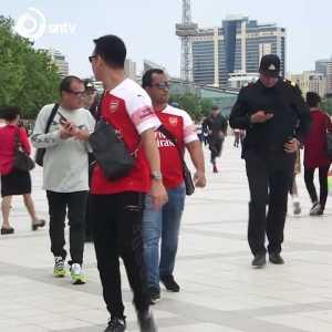 Arsenal fan wearing Mkhitaryan shirt stopped by police in Baku