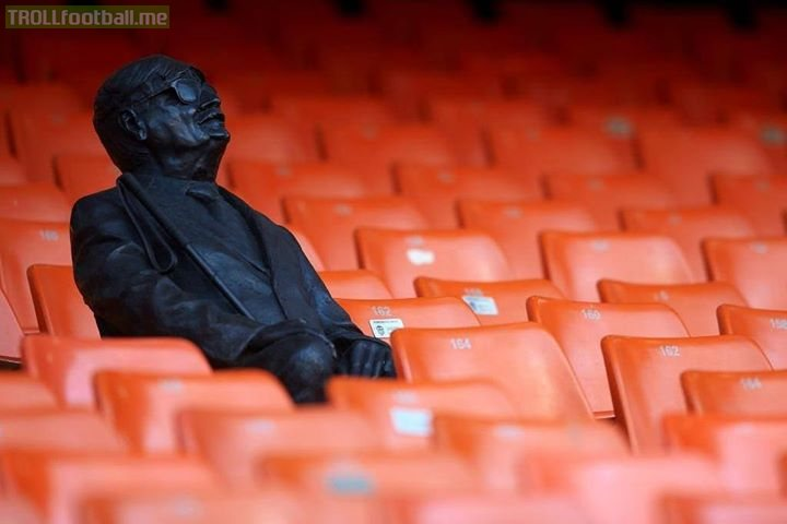 Vicente Navarro Aparicio was a Valencia fan. 🦇  Even after he lost his sight 40 years ago, he'd still go to all the home games. 🧡  Now, in his memory, sits a statue in his favourite seat... so he can forever be at every game. 👏