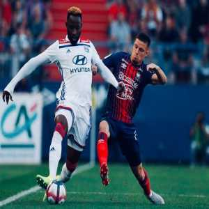Manchester United, Chelsea, Arsenal and Liverpool all in contact with Lyon centre forward Moussa Dembele. Celtic due a percentage of any sale. [Duncan Castles]