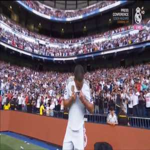Eden Hazard kisses the Real Madrid badge at his unveiling