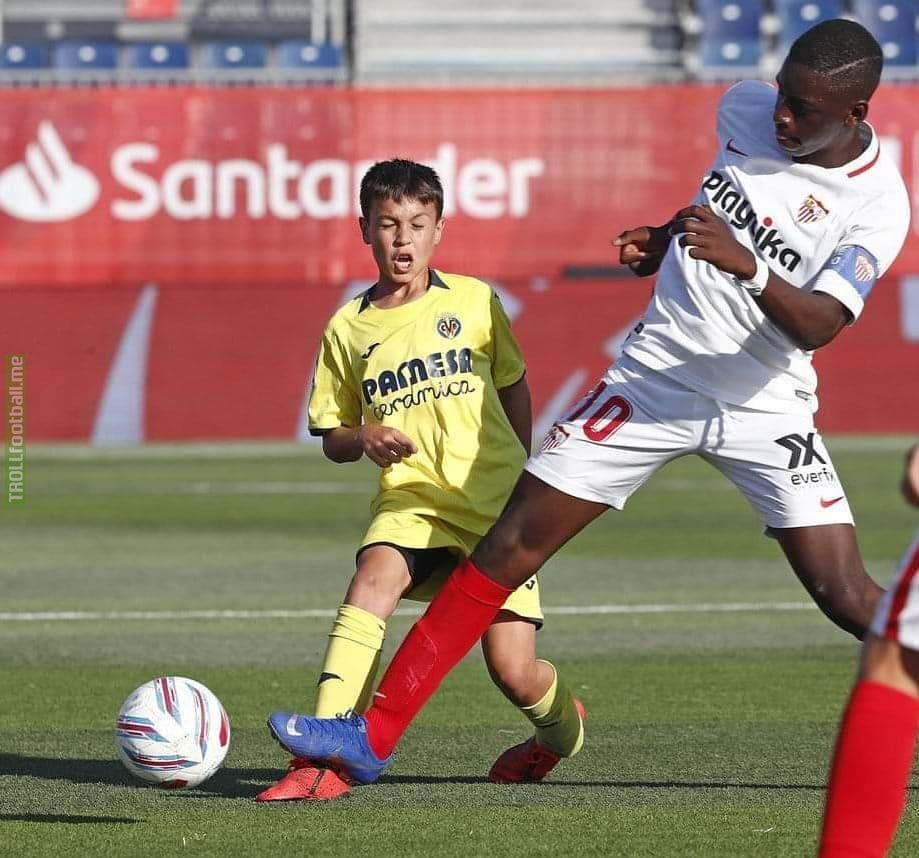 An interesting still from Sevilla vs Villarreal u12 match.
