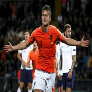 "De Ligt has said ""no"" to Barça. Mino Raiola, the player's agent, has rejected Barcelona's offer and De Ligt respects the decision of his agent. [cadena ser]"