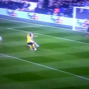 Toby Alderweireld crazy skilled moves as he catches up to Aubameyang, snatches his ball, blocks the shot of the player who recovered said ball, then dribbles past a 3rd player.