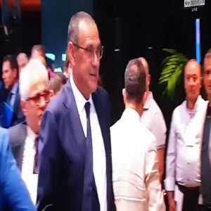 Sarri pretending that Momblano (journalist who was behind the Pep is coming rumours) does not exist