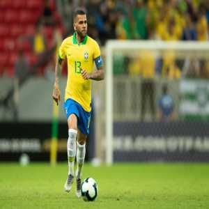 [Gerard Romero] : Former Barça player Dani Alves has been offered to the club a few days ago to strengthen the right-back position with. He has announced that he will not continue at PSG. Barcelona study the situation and his arrival is not ruled out.