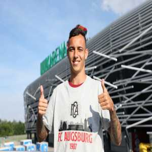 Welcome, Iago! The 22-year-old left-back joins Augsburg from Internacional, signing a contract until 2024