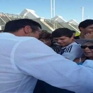 Juventus Turin has posted a video of Gianluigi Buffon signing autographs for Juventus' fans. He will be presented today