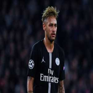 Thiago Silva and Marquinhos have spoken to Neymar several times and told him that he is an important player and that he should not leave the Parisian club. Neymar will resume training with PSG next Monday.