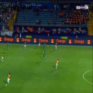 Bagayoko's save on Mahrez shot - 69' Algeria 1 - 1 Côte d'Ivoire