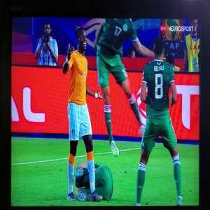 Fallon D'Floor nominee: Ramy Bensebaini gets brutal elbow from Zaha in Algeria vs Ivory Coast