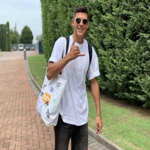 ICYMI: Atalanta's Matteo Pessina shows up to training with a signed Pornhub bag.