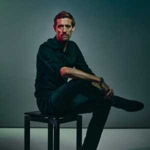 """After seeing the extraordinary performance of Roger Federer in the Wimbledon finale Peter Crouch announces his retirement from retirement: """"If roger can play like that at 37 so can I! #comeback"""""""