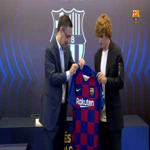 Antoine Griezmann given the #17 by FC Barcelona