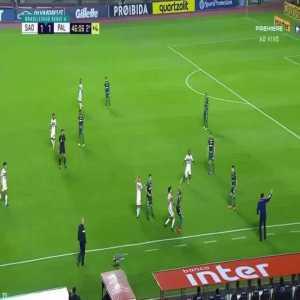 Deyverson skill against São Paulo