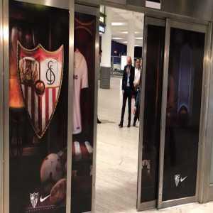 Monchi welcomed Oliver Torres at Sevilla's airport