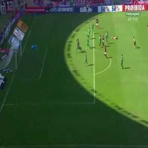 Rafinha skill against Goiás
