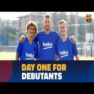 Frenkie de Jong on his first training at Barca