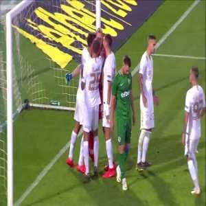 Jakub Swierczok failed panenka attempt (Ludogorets vs Ferencváros)