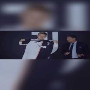 De Ligt posts a video on Instagram wearing a Juventus jersey as a child.