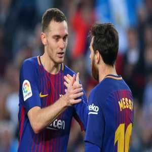 A Vissel Kobe target. Thomas Vermaelen that is. He rejected a proposal to go to Al-Arabi, where he could sign for one year with option. At Vissel Kobe he could join former teammates Andrés Iniesta and Lukas Podolski.