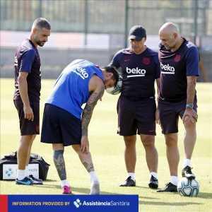 Lionel Messi suffers a right calf injury.