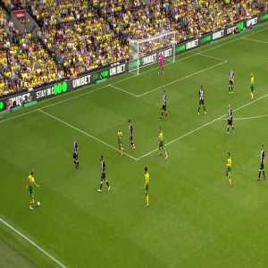 Teemu Pukki track back to defense after team losses ball possession. Great interception from the striker.