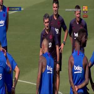 FC Barcelona observed a minute of silence in memory of Xana, the daughter of Luis Enrique, before training.