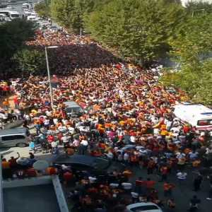 Over 25,000 Galatasaray fans are currently waiting outside the Istanbul airport for Falcao to land