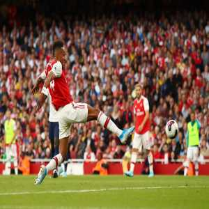 7 - Pierre-Emerick Aubameyang has scored in seven successive @premierleague starts at the Emirates; only Thierry Henry in October 2000 went on a longer run at home for Arsenal in the competition (9 at Highbury). Potent. https://t.co/4KyolSZj8u