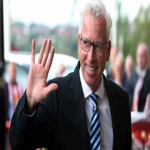 """The Sportsman: """"🇫🇷🤔 According to sources in France, Monaco have made contact with Alan Pardew with the potential of him becoming their next manager on a 3-year-deal! 🗞 The Guardian"""""""