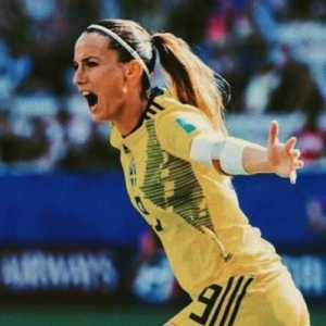 Swedish National Team players such as Kosovare Asllani and Hedvig Lindahl wants FIFA to help the Iranian Women!