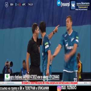 Artem Dzyuba helping his Zenit teammate, who was unhappy with the substitution, with coming off the pitch in Russian Premier League