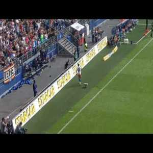 Saw the thread about Jatta and wanted to show you the fans reaction after his substitution last game against Hannover after scoring the 3:0