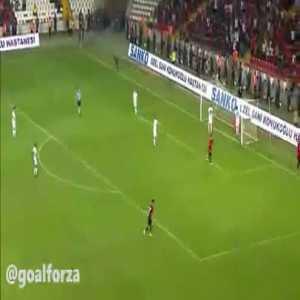 Gazisehir 3-0 Besiktas - Raman Chibsah 79'