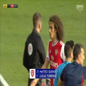 Guendouzi holds up 2-1 sign as he's subbed off