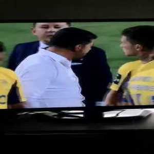 Sergio Conceição yelling and pulling Nakajima during post-match Porto vs Portimonense