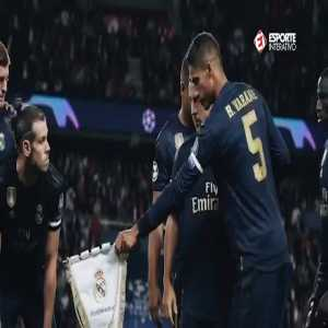 Bale did not want to hold Real Madrids crest during the team photo against PSG