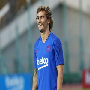 """Griezmann: """"Ousmane Dembélé arrives before everyone else to training, he tries to strengthen his body. When you get in the dynamics of injuries, it is difficult to leave but we are here to help him."""""""