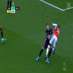 Nicolas Pepe penalty shout vs. Bournemouth