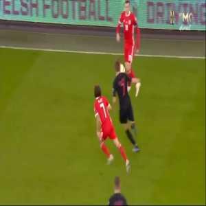 Gareth Bale skill vs Ivan Rakitic