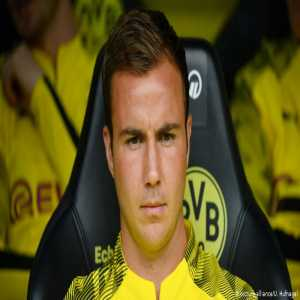 According to reports, Mario Götze has left the Veltins Arena in a private vehicle. The German World Cup winner didn't even glance at Lucien Favre when he was substituted.