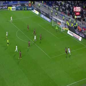 Moussa Dembélé's spectacular scoring attempt vs Metz